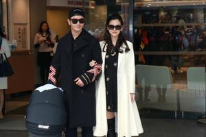 黄晓明、Angelababy携子出院跟媒体道谢 夫妻二人显倦容却难掩幸福