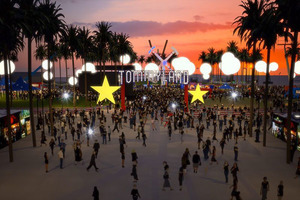 TOMMY HILFIGER 再次凭借消费者体验式时装秀 将TOMMYNOW概念带入美国洛杉矶