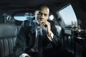 wuli韬韬吸烟被拍 男士吸烟对肌肤带来哪些伤害