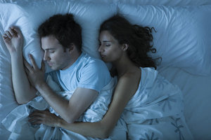從睡姿透視情侶間的感情關系