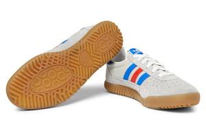 向70年代致敬的复古树胶底运动鞋