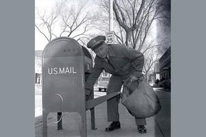 容纳世界的邮差包