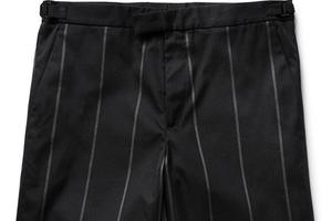 极简主义与条纹短裤