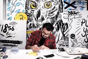 Burberry携手英国潮流艺术家Danny Sangra