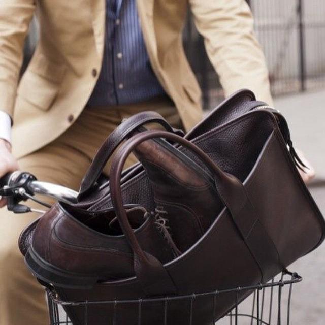 心机搭配:包和鞋的隔空呼应