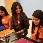 COACH携手Selena Gomez特别访问洛杉矶高中 鼓励女生勇于追寻梦想