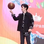 朱一龙穿搭HOGAN 2019春夏 I-Cube奢潮运动鞋出席活动