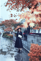 Dior迪奥中国区品牌大使Angelababy身穿Dior迪奥2018早春系列完美演绎时尚街拍