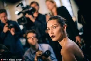 她才是今年最火的超模——Bella Hadid