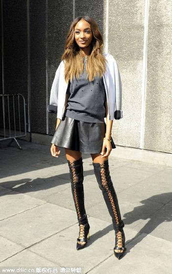 显腿长的秘密 你需要短裙和长靴
