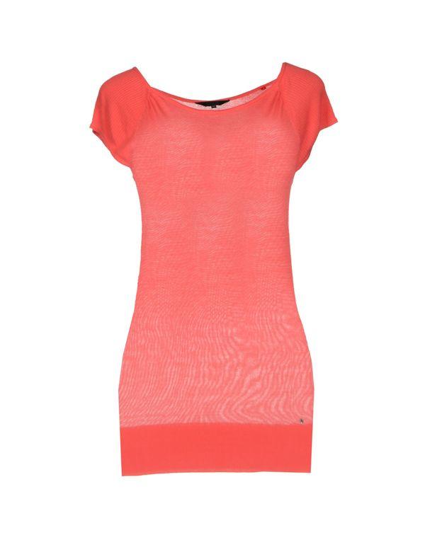 珊瑚红 GUESS 套衫