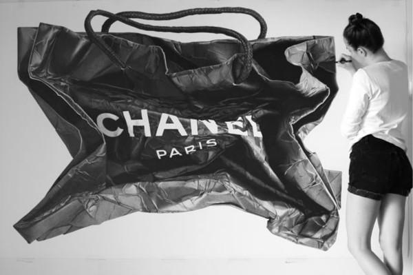 """你愿意花28万人民币买一幅""""纸袋""""画吗?"""