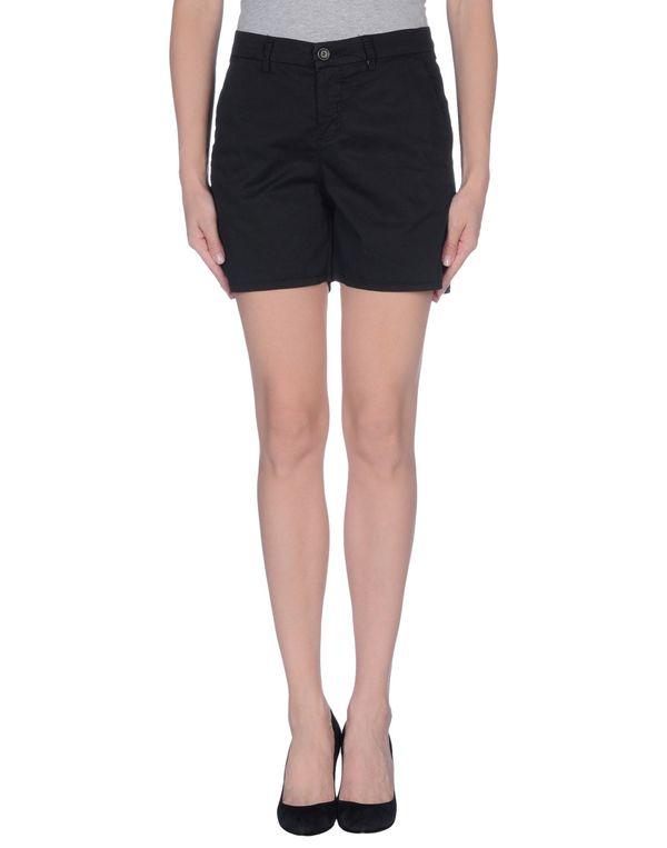 黑色 KAOS 短裤