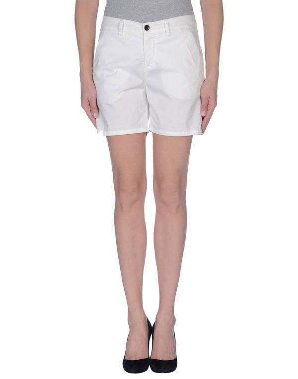 白色 KAOS 短裤