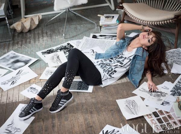 赛琳娜·戈麦斯代言并设计adidas NEO Label
