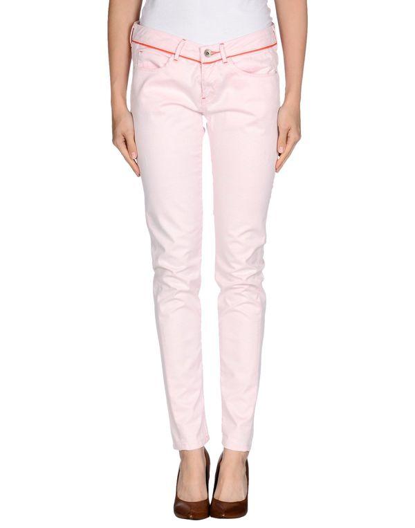 粉红色 GUESS 牛仔裤