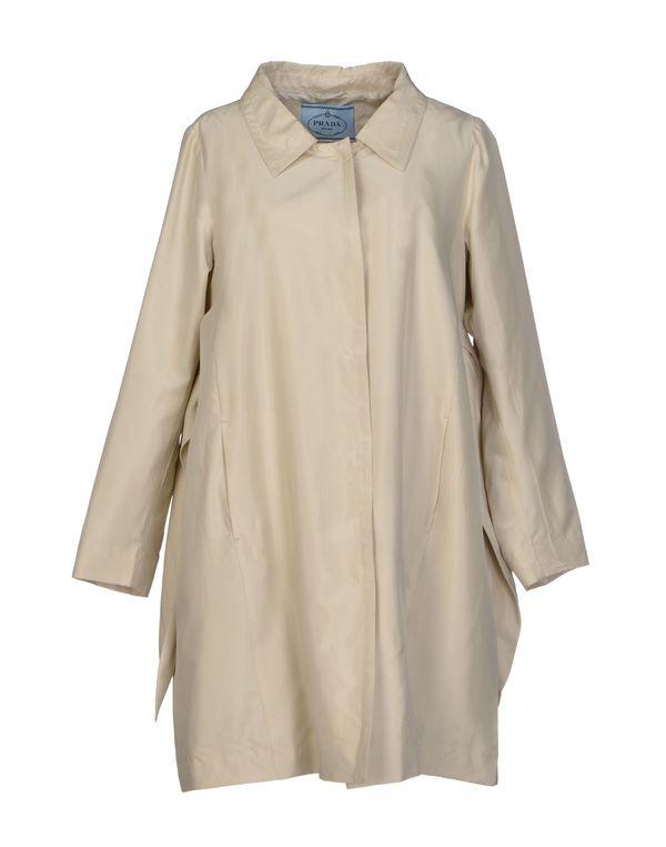 淡灰色 PRADA 外套
