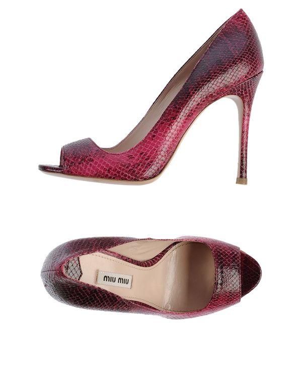 石榴红 MIU MIU 高跟鞋