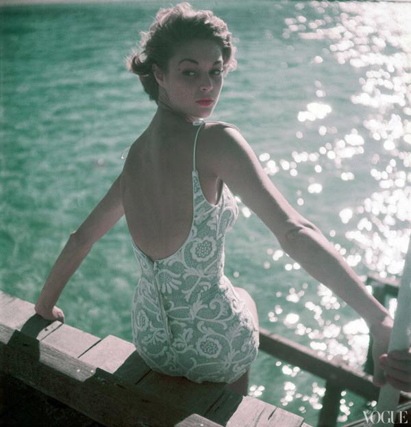 Vogue 经典泳装大片回顾