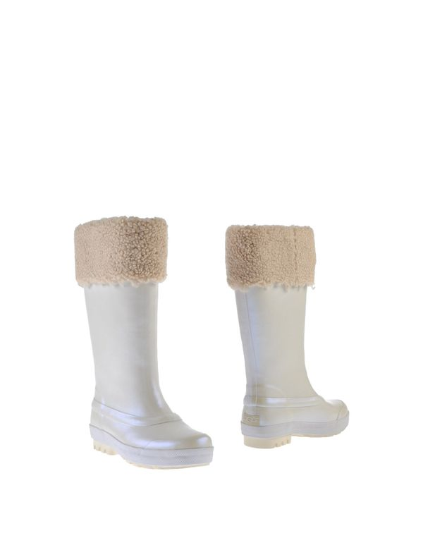 象牙白 UGG AUSTRALIA 靴子