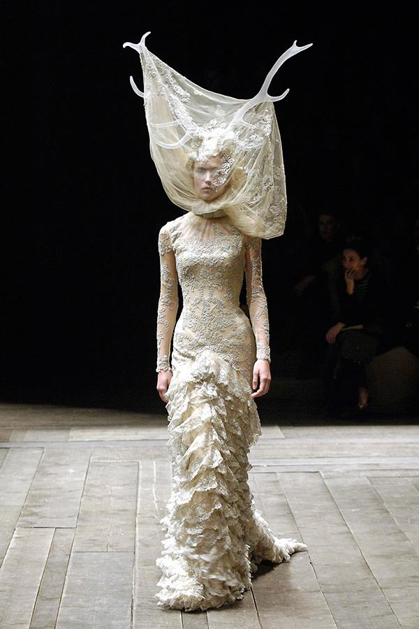 Alexander McQueen展览登陆英国V&A博物馆