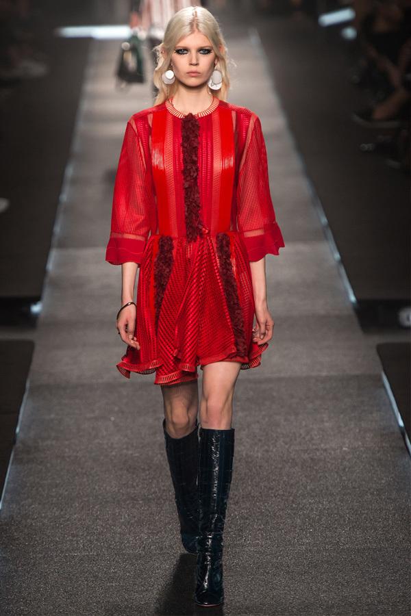 """Gala Gonzalez: 巴黎时装周上的""""必Buy""""单品"""