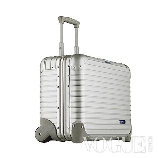 机场街拍 明星出行最爱行李箱