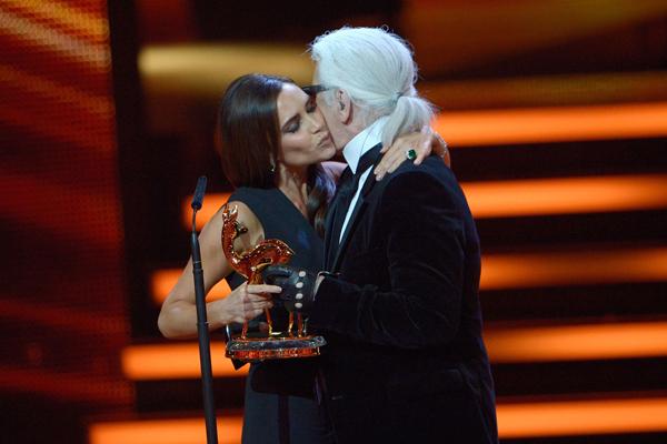 转折二十六:Victoria Beckham获得柏林传媒及设计大奖