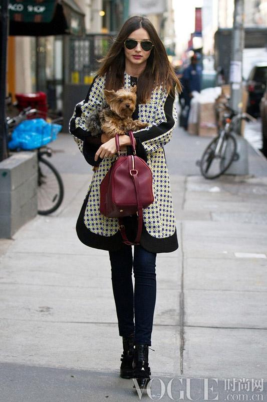 米兰达·可儿与奥兰多离婚 回顾辣妈经典街拍释放迷人魅力
