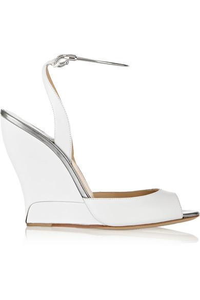 Delphi 金属边饰皮革坡跟凉鞋