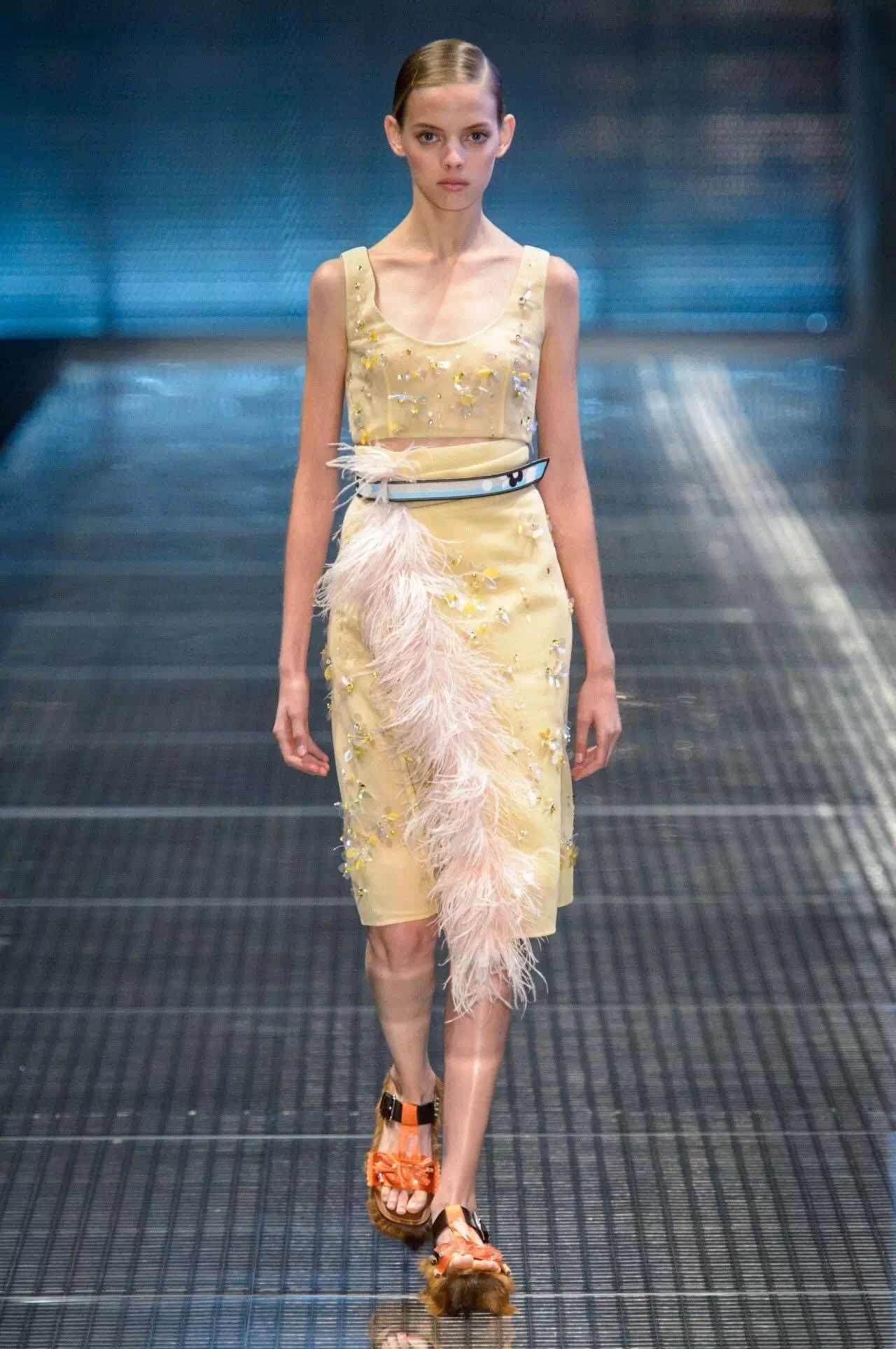 米兰时装周 两大色彩趋势不容错过:柠檬黄&蜜桃粉(图3)