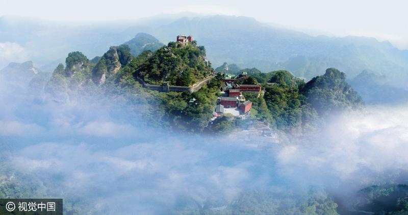 """""""在古代,青秀山已经是邕南著名的避暑游览胜地."""