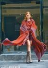 明星街拍:披肩斗篷季将至,做一名气场全开的精致女人