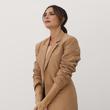 十年歷程: 維多利亞·貝克漢姆如何慶祝她在倫敦時裝周的首次亮相