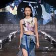 台湾品牌Jenn Lee用厨余制作可生物降解的紧身衣物,但你准备好把鱼鳞穿上身了吗?