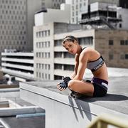 今秋H&M运动系列展现鲜活色彩和完美性能