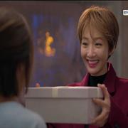 JUNGUM HWANG《她很漂亮》剧中完美演绎Jimmy Choo高跟鞋