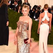 Sienne Miller等人 穿着Gucci出席纽约大都会艺术博物馆慈善舞会(Met Gala)