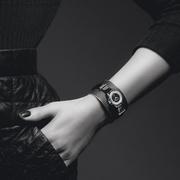 一款叫香奈儿J12XS的腕表