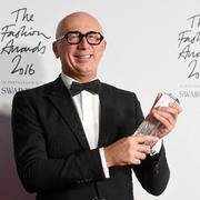众星穿着Gucci出席2016英国时尚大奖颁奖典礼