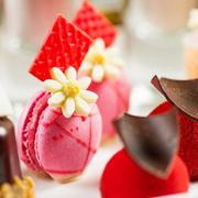 北京华尔道夫酒店携手婚纱品牌VERA WANG 浪漫呈现Katherine红色婚纱主题下午茶