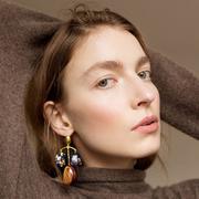 改变你对珠宝的新看法,这里是五位用纺织品创造奇观的珠宝设计师