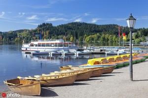 德國蒂蒂湖 蒂蒂湖位于德國黑森林南部的深處,據說得名于羅馬皇帝提圖斯,由冰川作用形成。它的周邊遍布...