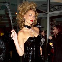 7条极具代表性的小黑裙 告诉你什么是万圣节