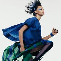 NikeLab x sacai为经典运动产品注入女性特质