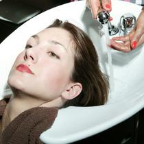 洗澡时可能会伤害头发的7件事