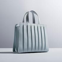 Max Mara携手建筑事务所联合设计Whitney手袋系列