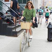明星街拍:明媚夏日 单车上的那一抹清凉-明星街拍