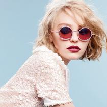 德普女儿16岁代言CHANEL,,时尚舞台上魅力绽放的星二代