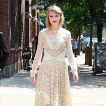 蕾丝裙+高跟鞋=美的N次方